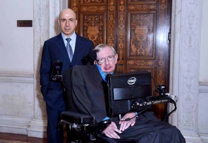 Stephen Hawking betont seine Unterstützung bei der Präsentation am 20. Juli 2015.