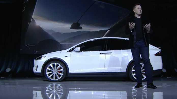 Elon Musk stellt den SUV Model X vor
