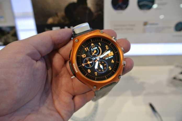 Die Casio-Uhr ist robust und soll mit einer Akkuladung lange durchhalten. Sie ist jedoch auch sehr groß.