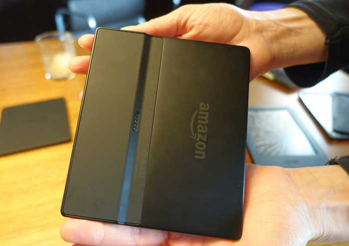 Die Technik des Amazon Kindle Oasis steckt im dickeren Drittel, der auch als Griff dient.