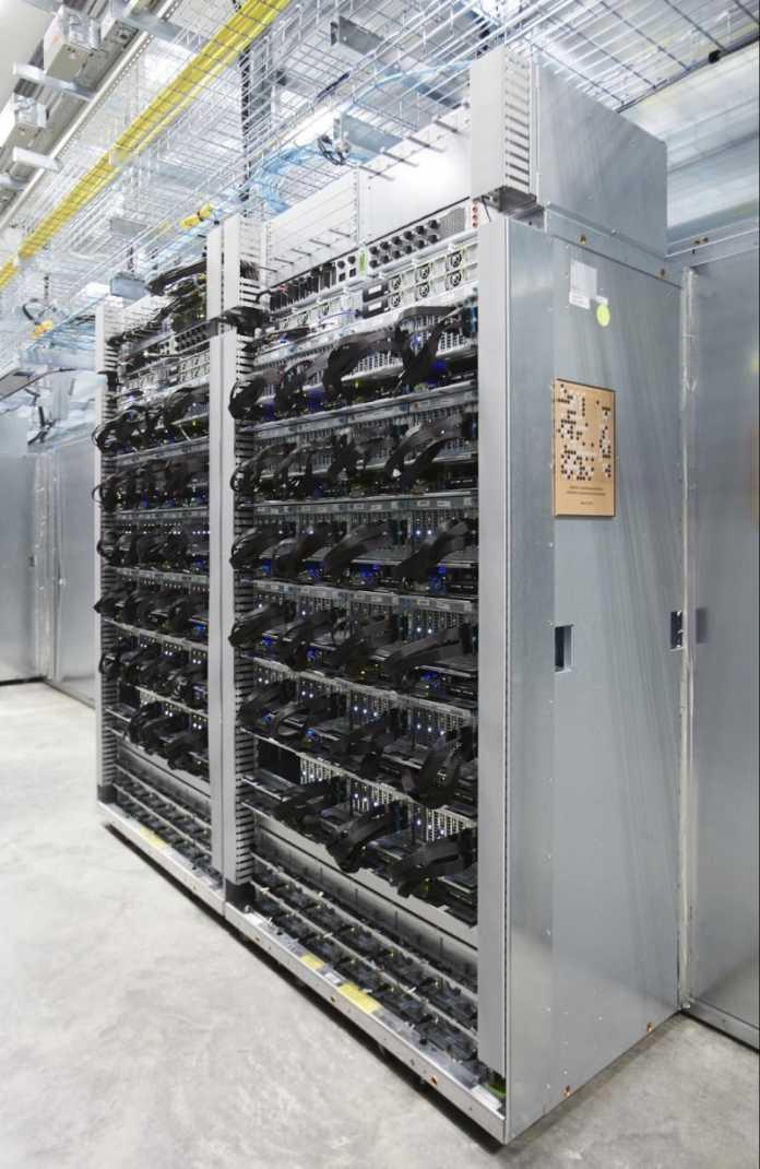 Google: Rack mit TPU-Karten