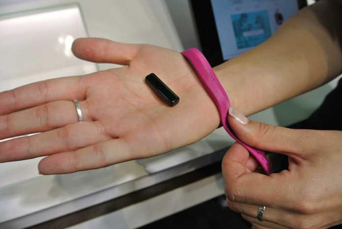 Der Flex 2 ist wasserdicht und lässt sich in diversen unterschiedlichen Arbänder tragen.