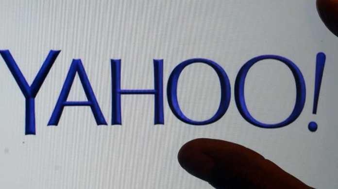 Finger greifen nach Yahoo-Logo