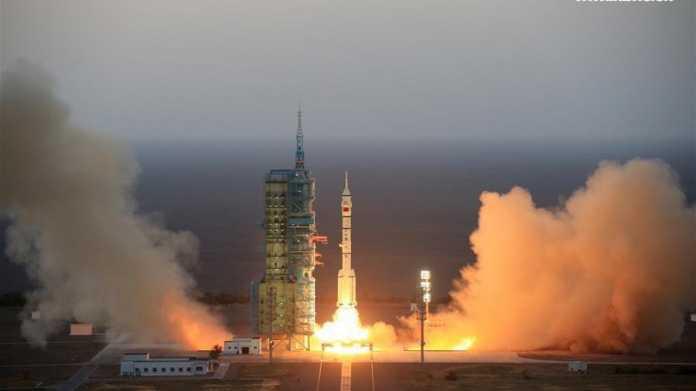 China schickt erfolgreich zwei Astronauten ins All