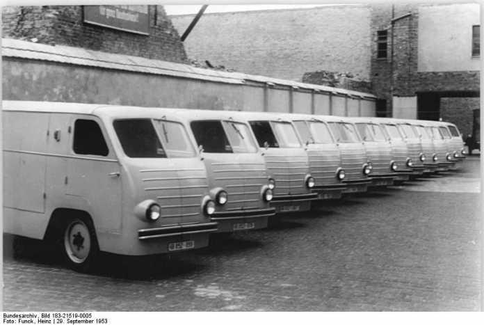 Vans in einer Reihe