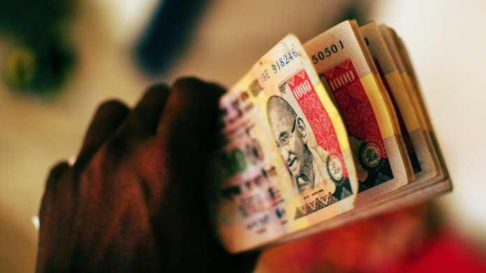 Weg in die bargeldlose Gesellschaft: Indien erklärt Großteil aller Rupien für wertlos
