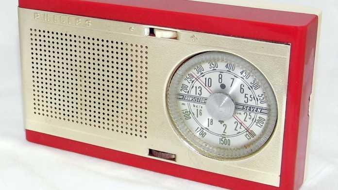Rot-beiges Radio