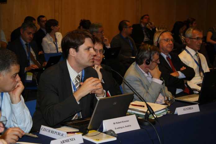 Der österreichische Delegierte Robert Krimmer informierte in Madrid über die laufenden E-Voting-Projekte in der Alpenrepublik.