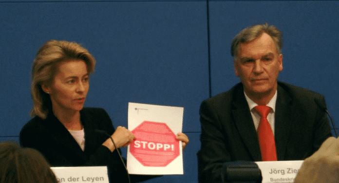 Familienministerin Ursula von der Leyen und BKA-Chef Jörg Ziercke bei der Präsentation des Sperr-Vertrags mit den Providern