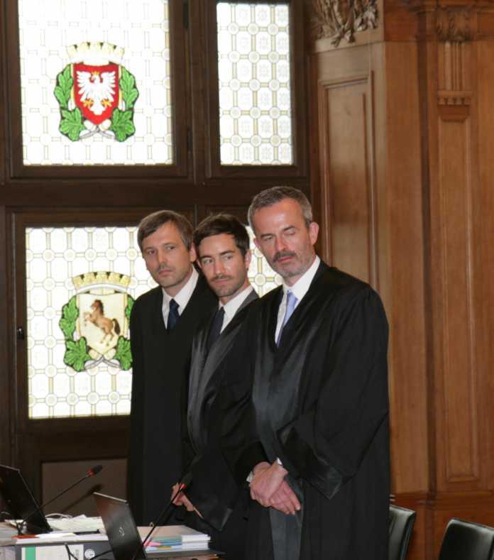 Kämpft vor Gericht gegen die Überwachung durch den BND: Rechtsanwalt Professor Niko Härting (rechts) 2014 vor dem Bundesverwaltungsgericht in Leipzig