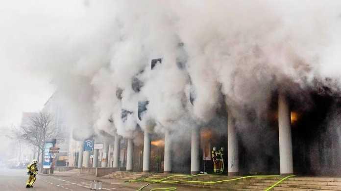 Hannover: Explosion von E-Bike-Akku löst Parkhausbrand aus