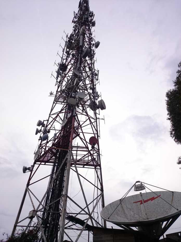 Funkturm mit vielen Antennen