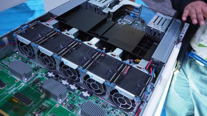 Supercomputing-Server für Deep Learning/AI: Inspur AGX-2 mit acht Nvidia Tesla P100