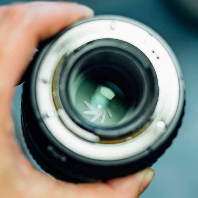 Beim Fotografieren mit geschlossener Blende erscheinen Lichtpunkte – wie etwa die Sonne – als Blendensterne.