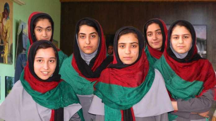 Roboter ja, Entwicklerinnen nein: Afganisches Robotik-Team darf nicht in die USA einreisen
