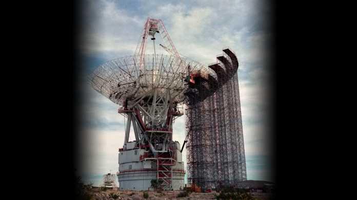 Ausbau der größten Antenne im Goldstone-Komplex von 64 Metern Radius auf 70 Meter.