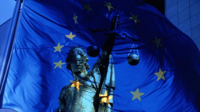 """Sicherheitsindustrieller Komplex: Bürgerrechtler warnen vor """"militarisiertem Panopticon"""" in der EU"""