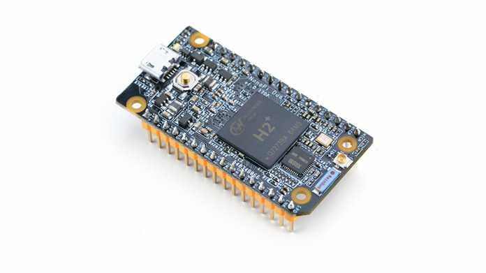 Ein blaues Board mit Pinleisten unten und Allwinner H2+ Chip in der Mitte oben