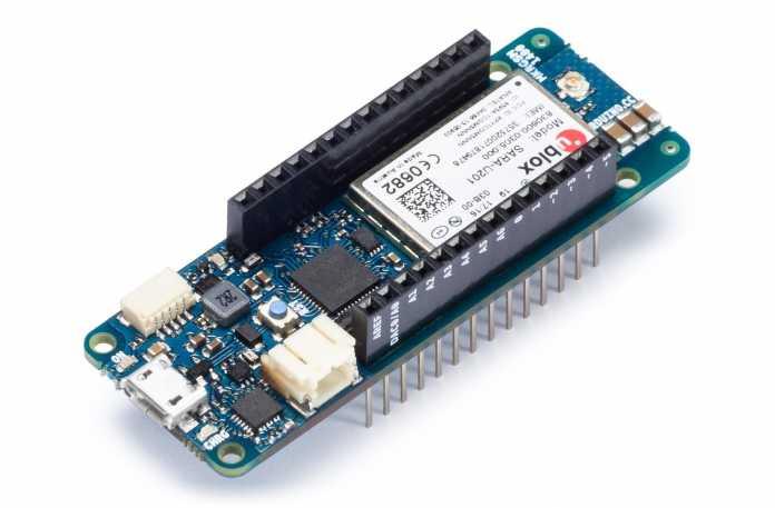 Ein schmales blaues Board mit ublox-Chip