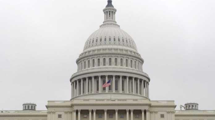 Weißes Gebäude mit Kuppel