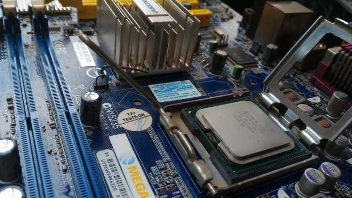 Prozessorlücke, Meltdown, Spectre, Hardare, Motherboard, Intel, Prozessor, CPU
