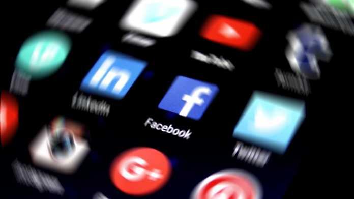 Datenskandal bei Facebook: Investoren und Mitglieder erhöhen Druck, Parlamente laden Zuckerberg