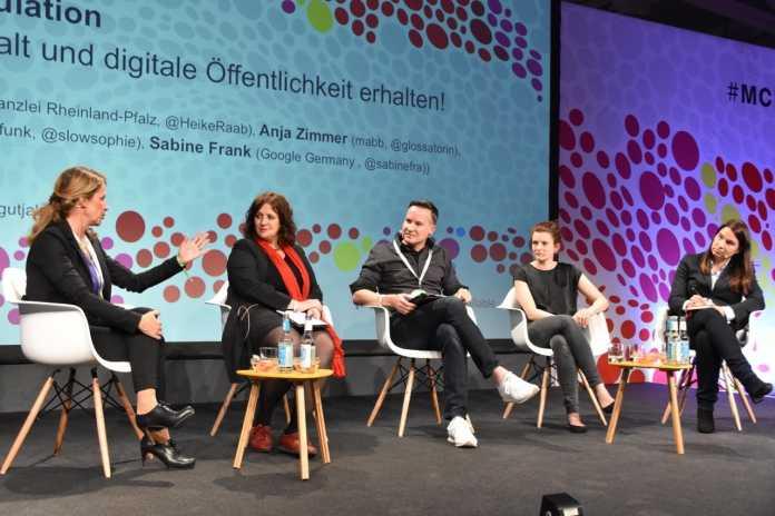 Heike Raab, Anja Zimmer, Moderator Richard Gutjahr, Sophie Burkhardt und Sabine Frank (v.l.n.r.)