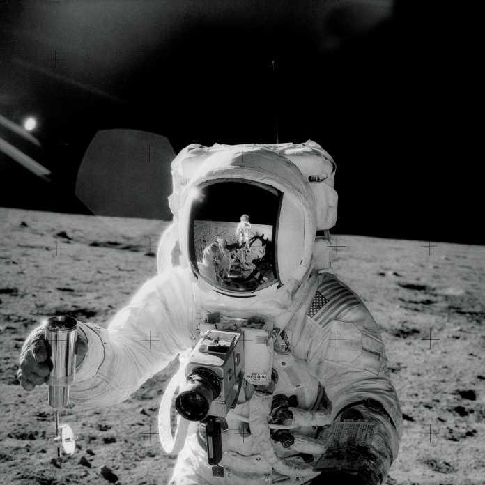 Bean mit Bidenproben auf dem Mond