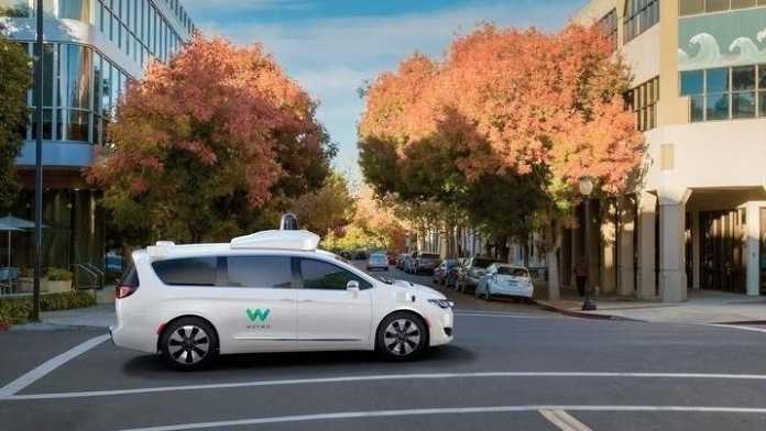 Autonome Autos: Waymo macht 62.000 Chrysler-Minivans zu Robotertaxis