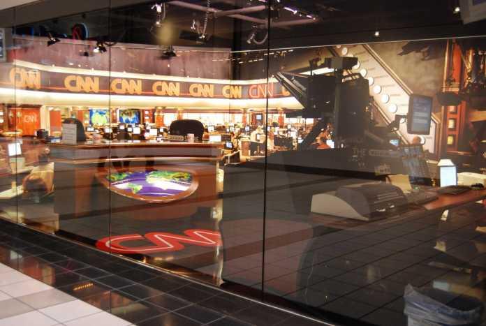 Archivaufnahme eines CNN-Studios (2007). CNN ist Teil Time Warners und wandert nun ebenfalls zu AT&T.