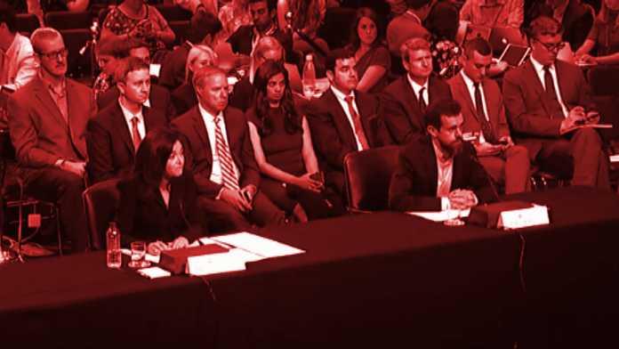 Sherly Sandberg und Jack Dorsey an Tisch