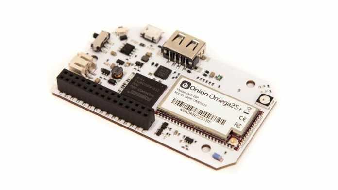 Onion Omega 2 Pro: ein weißer Einplatinenrechner.