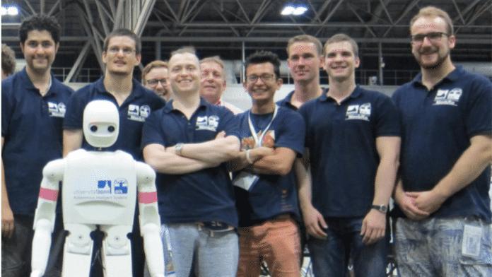 Wenn Roboter Fußball spielen
