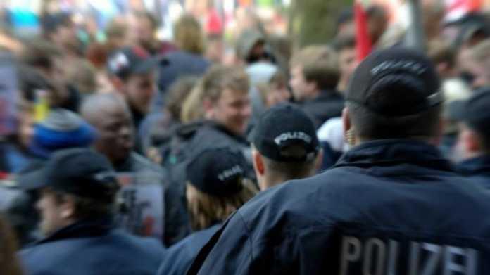 Gericht: Presseteam der Polizei darf bei Demos nicht fotografieren