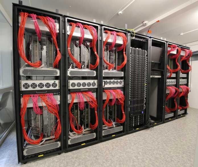 BrainScaleS-System an der Uni Heidelberg
