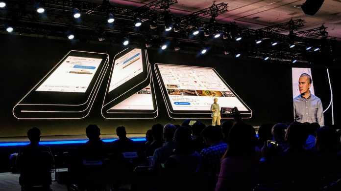"""Glen Murphy, Chefentwickler der Android-Benutzeroberfläche, kündigte in San Francisco die Unterstützung der neuen """"Foldables"""" an."""