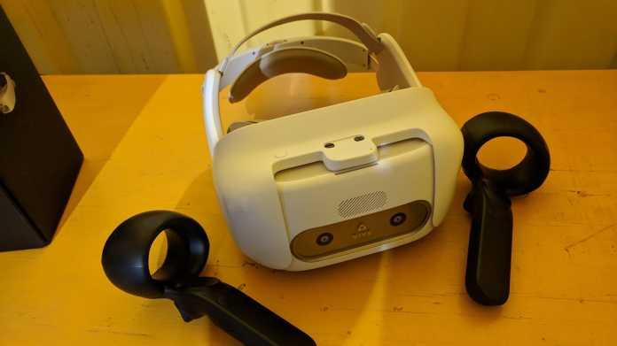 VR-Headset Vive Focus mit 6DOF-Controllern im Hands-on: Ein wenig Latenz, aber sonst top