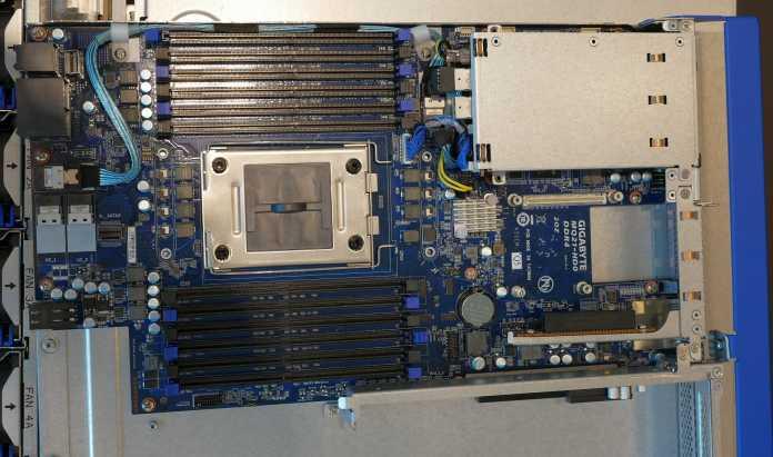 Serverboard Gigabyte MQ21-HD0 für einen Qualcomm Centriq 2400 (QDF2400) für den Server H221-Q20