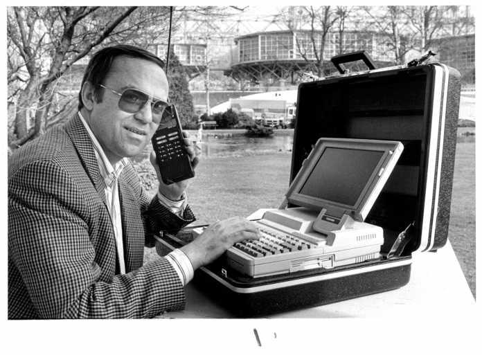 Mobiltelefon auf der CeBIT 1990