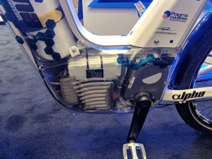 Die Brennstoffzelle sitzt zusammen mit dem E-Motor neben dem Tretlager im Rahmen.