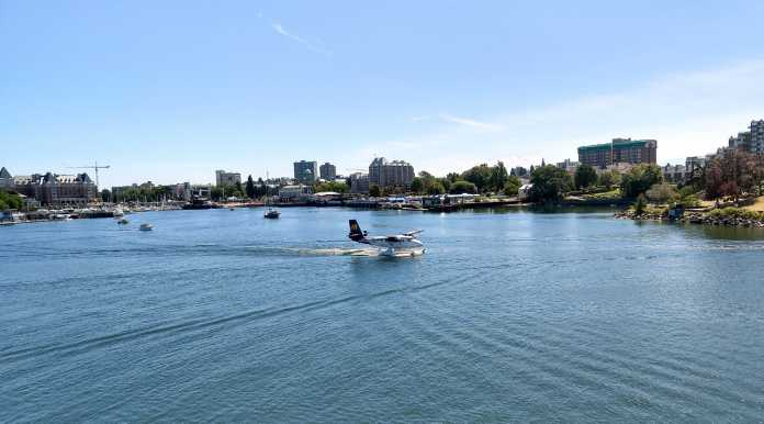 Wasserflugzeug in Hafen