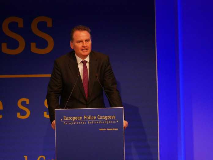 Der parlamentarische Staatssekretär im Bundesinnenministerium Günter Krings forderte ein Verbot von Tor.