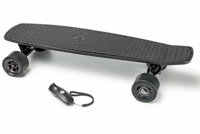 Mit E-Skateboards darf man in Deutschland derzeit nur auf privaten Grundstücken fahren. Ein neues Gesetz könnte das bald ändern und kleine E-Mobile könnten die Straßen und Gehwege erobern.