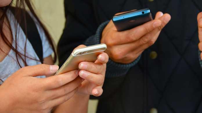 Soziale Medien: Einfluss auf Lebenszufriedenheit von Jugendlichen gering