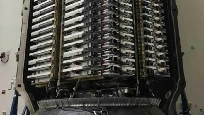 SpaceX: 60 Satelliten für Satelliten-Internet Starlink startbereit