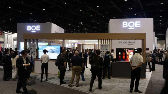 BOE zeigt auf der Display Week seine neuesten Entwicklungen, vom großen 8K-LCD mit 120-Hz-Refresh bis zum faltbaren Smartphone-OLED.