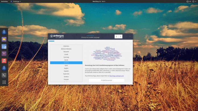 Antergos macht mit dem vorkonfiguriertem Gnome-Desktop und dem Installer Cnchi auch Einsteigern Arch Linux zugänglich.