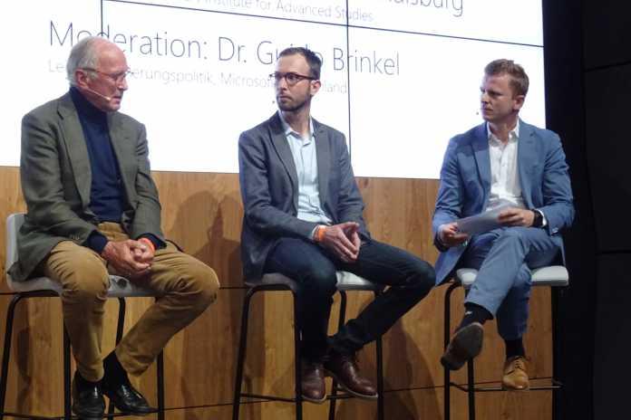 Christoph von der Malsburg (Frankfurt Institute for Advanced Studies), Anselm Rodenhausen (SF-Autor und Jurist) & Guido Brinkel (Microsoft) (v.l.n.r.)