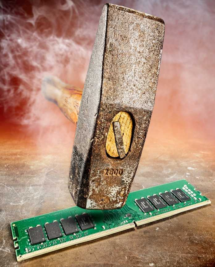 Rowhammer steht für die Manipulation von Speicher-Zeilen (Rows) durch schnelle Zugriffe auf benachbarte Zeilen (Hammering).