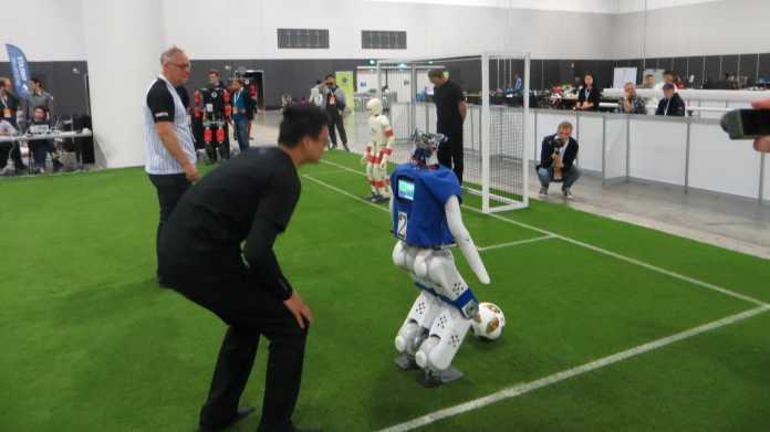 RoboCup-WM: Schnelle Sprinter und langsame Dribbler